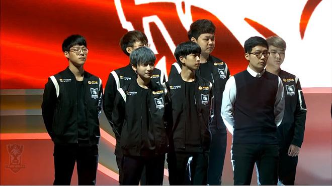Áo khoác đồng phục thi đấu của Rox Tigers mới nhất tại thời điểm hiện tại