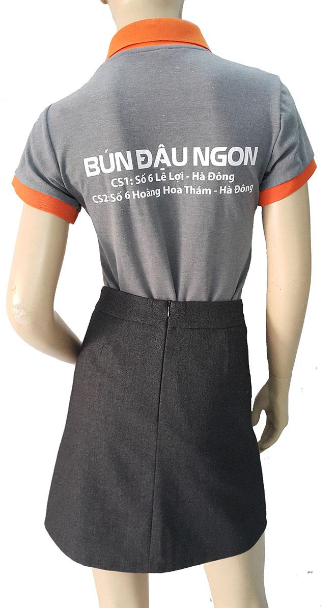 Hình ảnh mặt sau của áo thun đồng phục quán bún đậu.