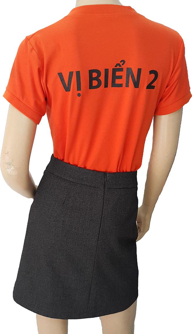 Hình ảnh và dòng chữ VỊ BIỂN 2 phía sau lưng của áo thun đồng phục Vị Biển