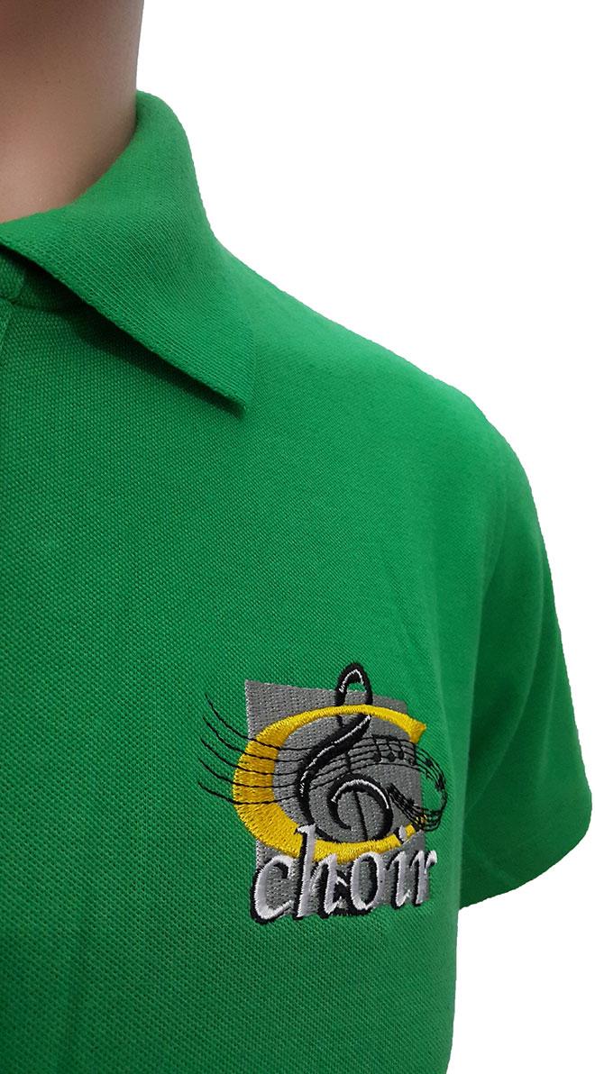 Góc nhìn giúp bạn thấy rõ phần cổ, tay áo và hình thêu vi tính lên áo đồng phục Choir.