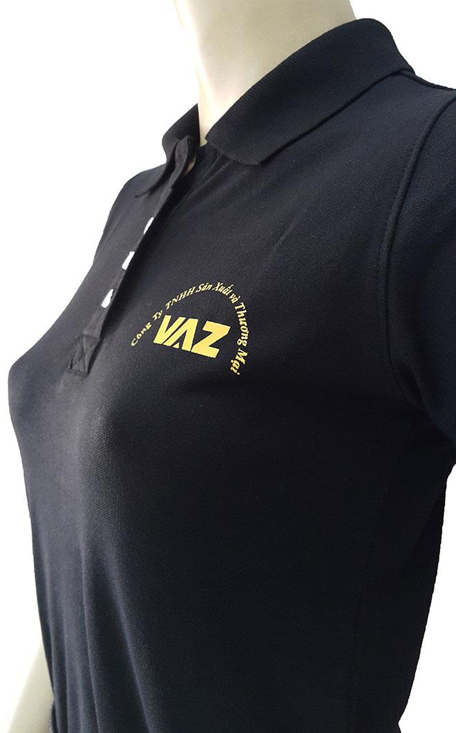Áo đồng phục công ty VAZ với logo ngực trái cùng hình ảnh cổ áo.