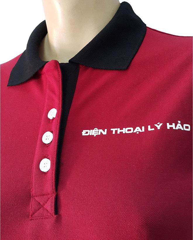 Góc nhìn khác ở thiết kế phần cổ áo và logo in ngực trái.