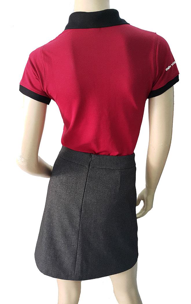 Mặt sau của áo thun đồng phục Lý Hảo.