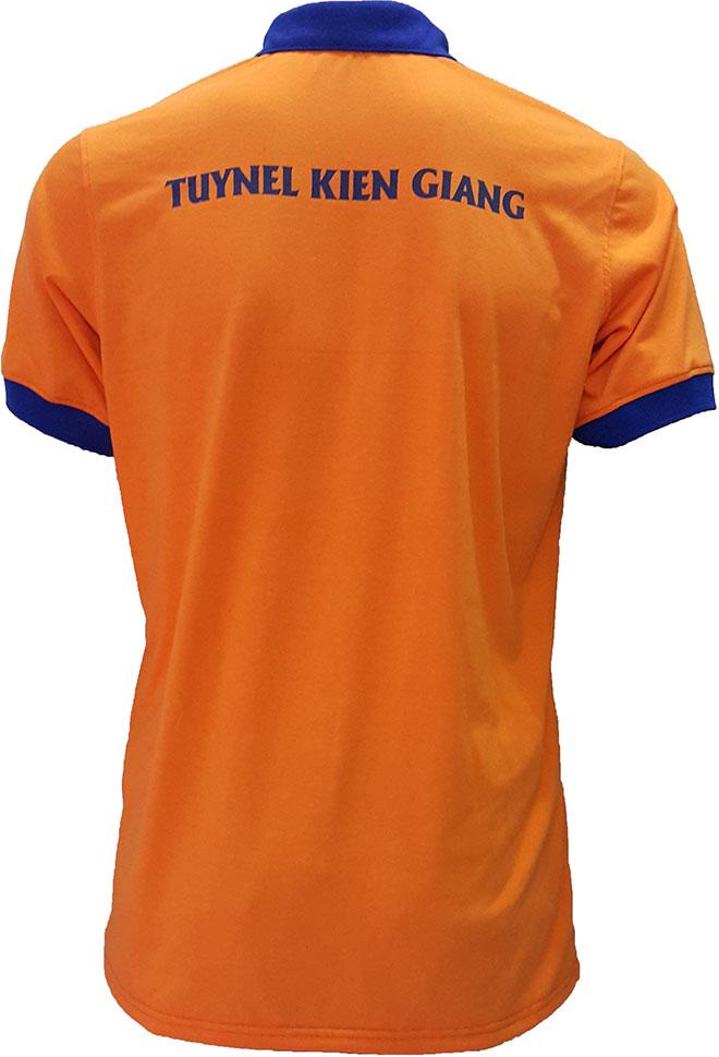 In lụa dòng chữ TUYNEL lên áo thun công nhân Gạch Ngói Kiên Giang.