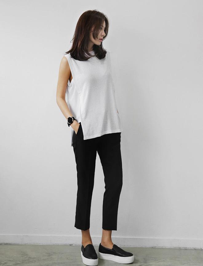 Đối với các cô nàng cá tính thích sự mạnh mẽ và lạnh lùng thì kiểu áo thun xẻ hông kết hợp cùng quần slip on là sự lựa chọn hoàn hảo cho bạn.