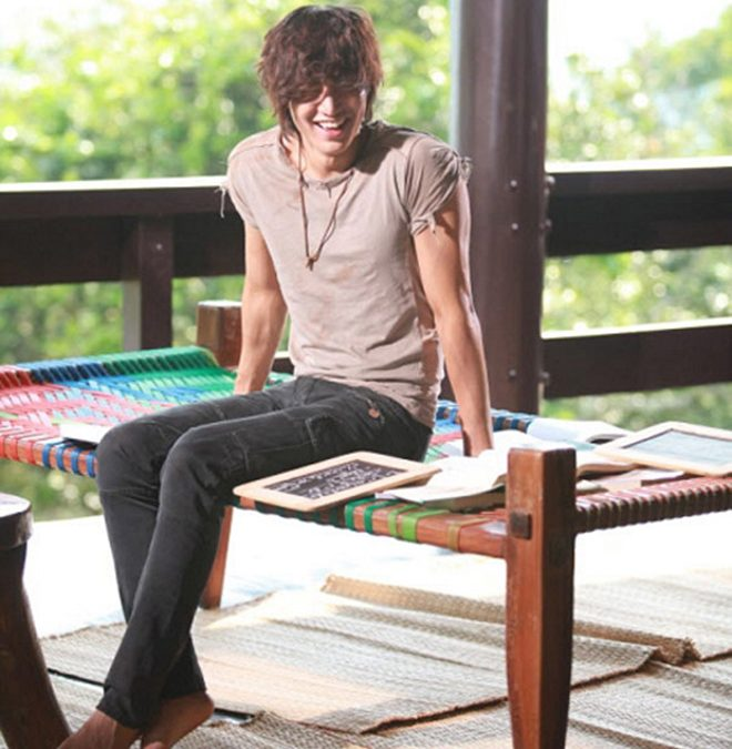 Cách mặc áo thun đẹp và phong cách như Lee Min Hoo