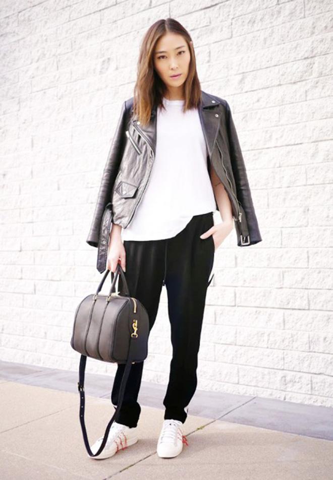 Nếu thích phong cách lạnh lùng và khỏe khắn. Bạn có thể phối áo thun trắng với quần baggy và giày sneaker.