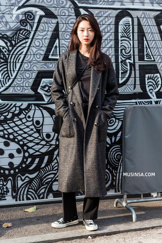 Cách phối áo khoác vừa đẹp vừa ấm áp của giới trẻ trên thế giới - hình 6 - zeeuni.com