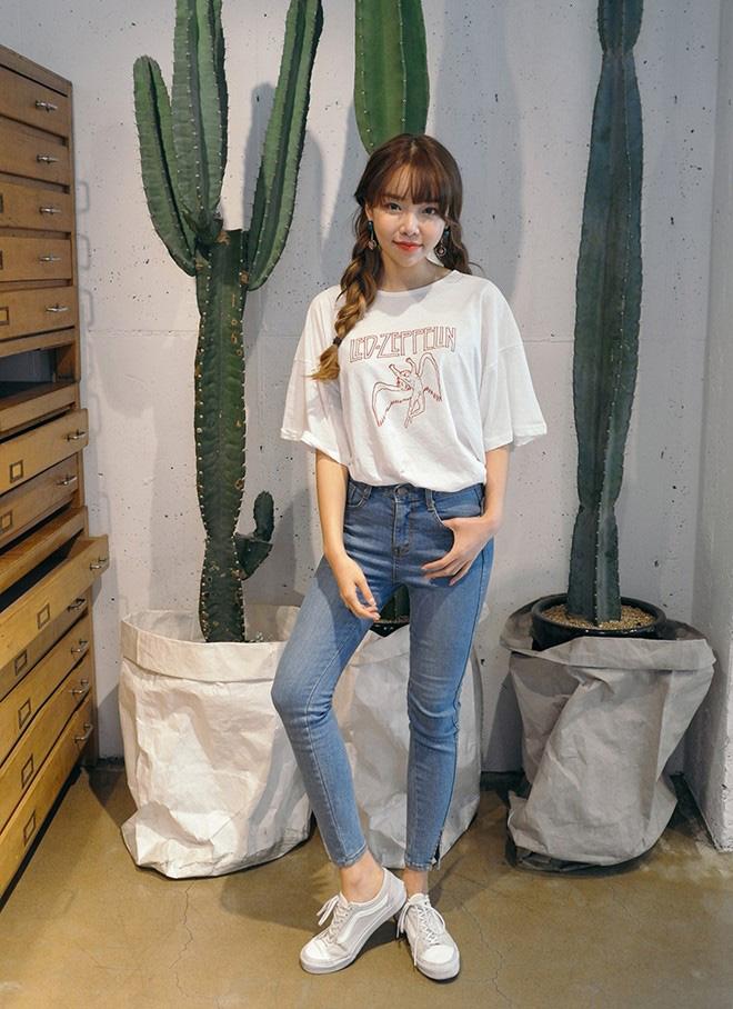 Cách phối áo thun trẻ trung năng động - hình 10 - zeeuni.com