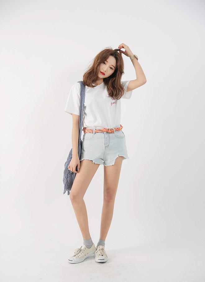 Cách phối áo thun trẻ trung năng động - hình 11 - zeeuni.com