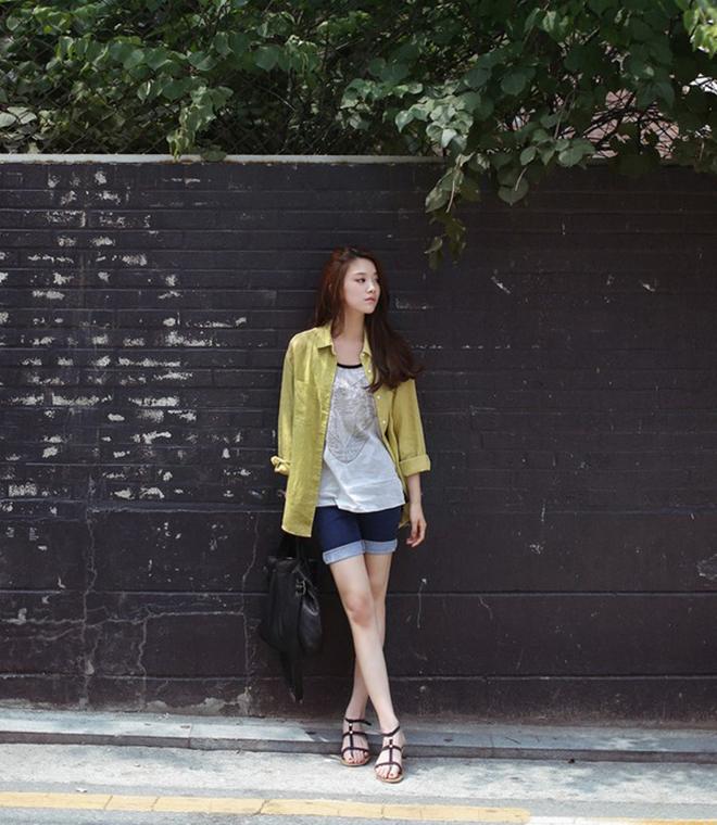 Công thức mặc áo thun tank-top đẹp theo dáng người cho các bạn nữ - hình 13 - zeeuni.com