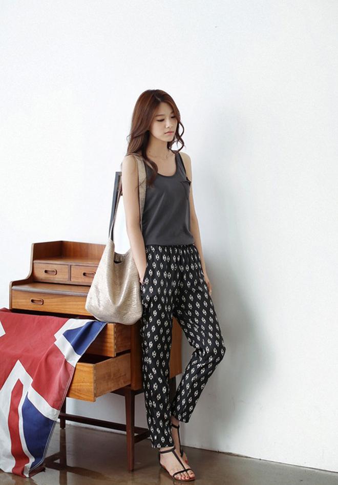 Công thức mặc áo thun tank-top đẹp theo dáng người cho các bạn nữ - hình 17 - zeeuni.com
