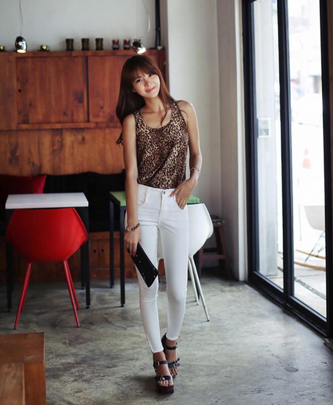 Công thức mặc áo thun tank-top đẹp theo dáng người cho các bạn nữ - hình 22 - zeeuni.com
