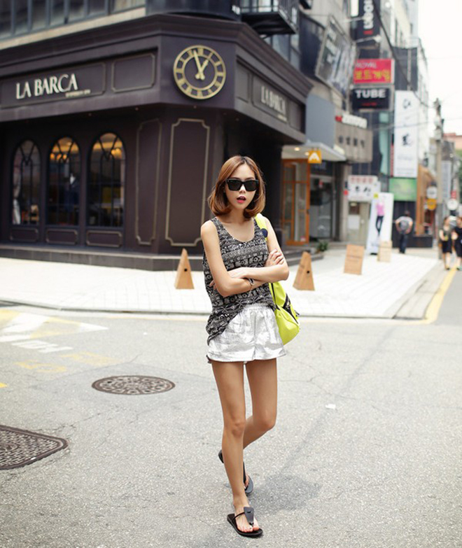 Công thức mặc áo thun tank-top đẹp theo dáng người cho các bạn nữ - hình 24 - zeeuni.com