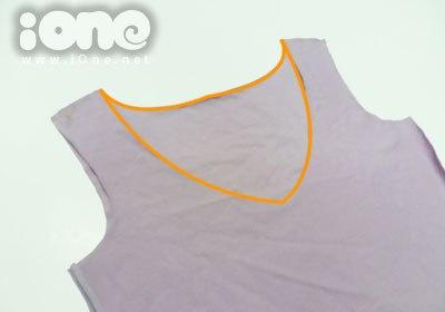 Dùng thước dây đo vòng quanh áo và do góc áo.