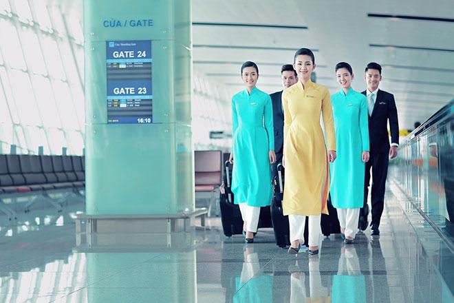 Việc đổi mới đồng phục lần này nằm trong chiến lượt nâng cấp lên hãng máy bay 4 sao của Vietnam Airline.