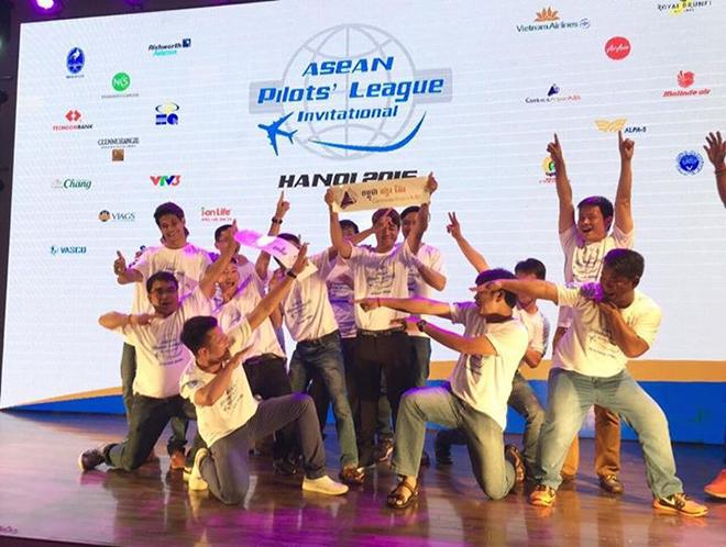 Đồng phục áo thun sự kiện Asean Pilots' League - hình 11 - zeeuni.com