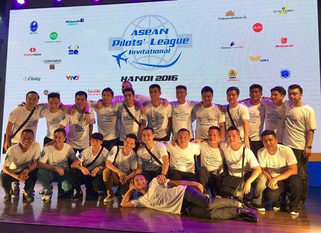 Đồng phục áo thun sự kiện Asean Pilots' League - hình 1 - zeeuni.com