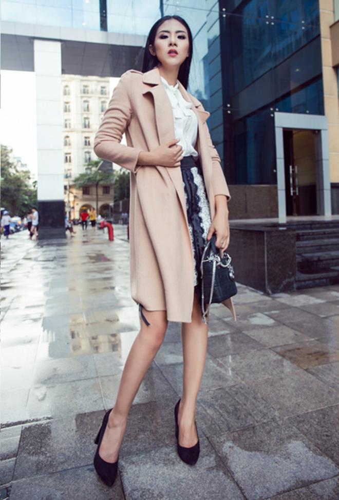 Gợi ý mặc áo khoác măng tô đẹp của Ngọc Hân vào những ngày se lạnh - hình 5 -zeeuni.com