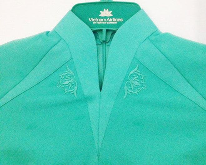 Cận cảnh thiết kế phần cổ của mẫu áo dài đồng phục mới của hãng.