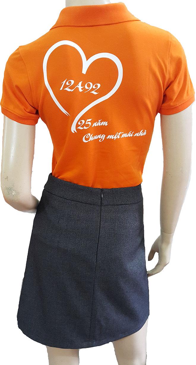 Hình ảnh phía sau lưng của áo với logo lớp 12A92 được in rõ nét và chắc chắn.