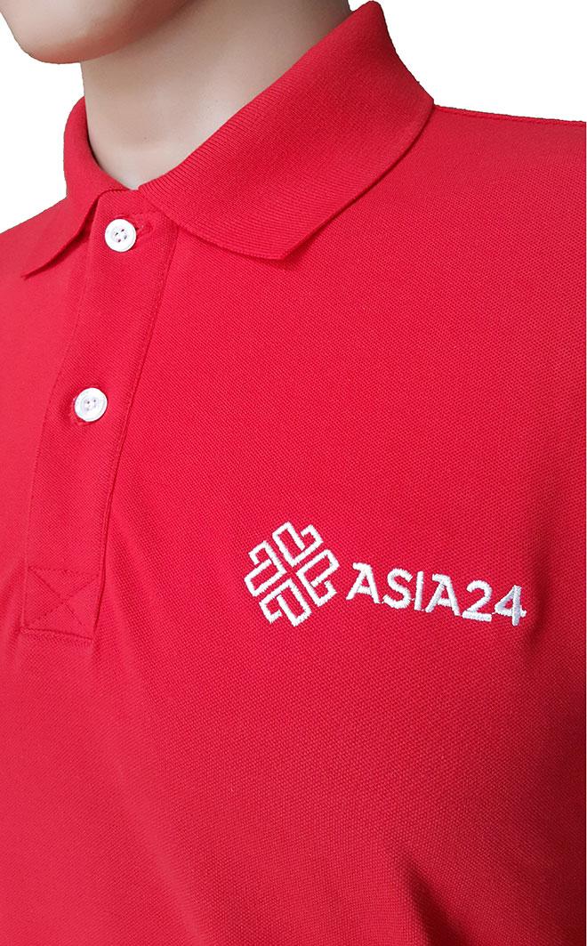 Chi tiết logo Asia24 ở ngực trái.