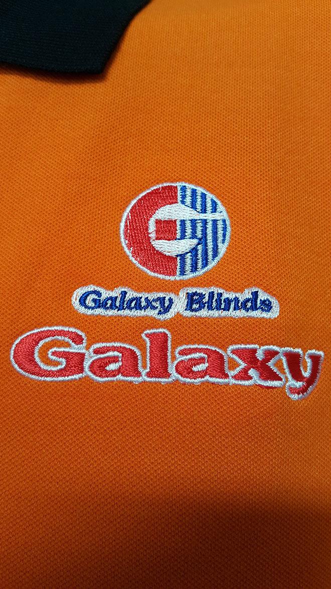 Logo công ty Galaxy Blinds Group thêu vi tính chắc chắn ở ngực trái.