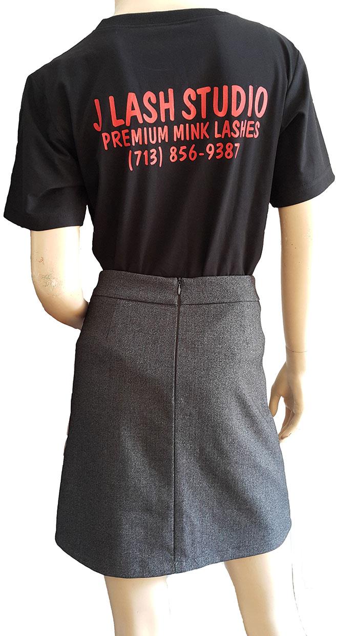 Form áo cùng nội dung in phía sau của áo thun đồng phục J Lash Studio.