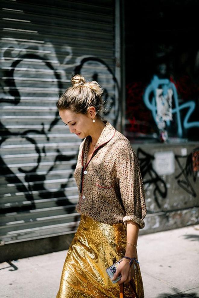 Muôn kiểu phối áo sơ mi giúp bạn mặc áo đẹp hơn gấp bội - hình 10 - zeeuni.com