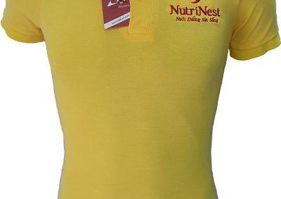 Áo thun đồng phục công sở của Nutri Nest thiết kế vải cá sấu 65 màu vàng cúc, áo cổ trụ tay bo, in lụa vị trí ngực trái và thông tin ở sau lưng áo. - hình 1
