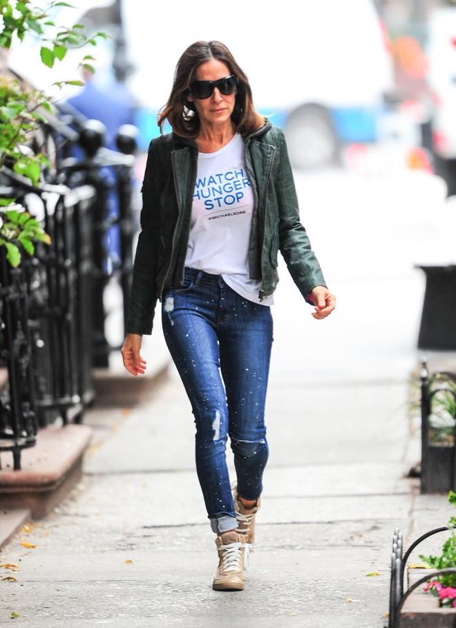 Phối quần jean với áo thun trắng - hình 4 - zeeuni.com
