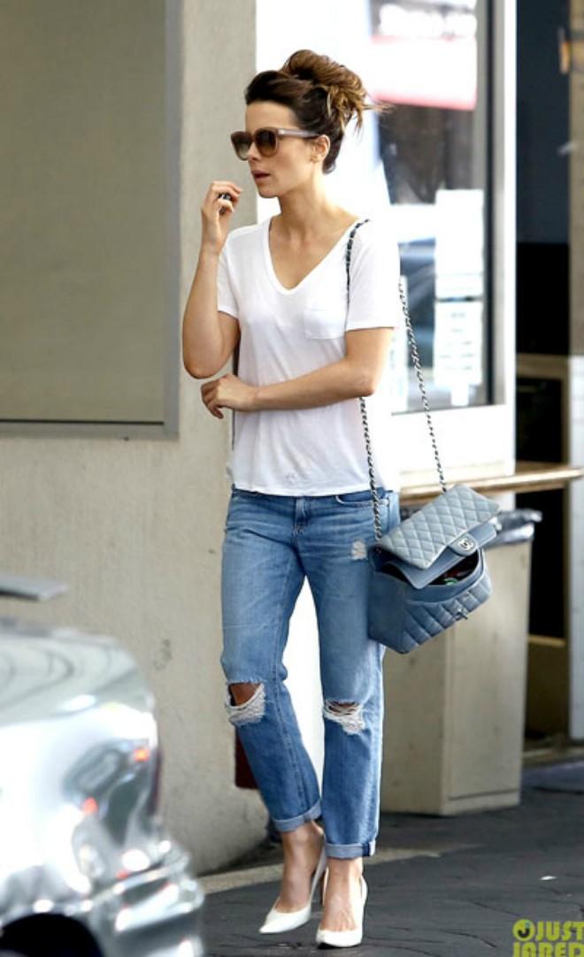 Phối quần jean với áo thun trắng - hình 5 - zeeuni.com